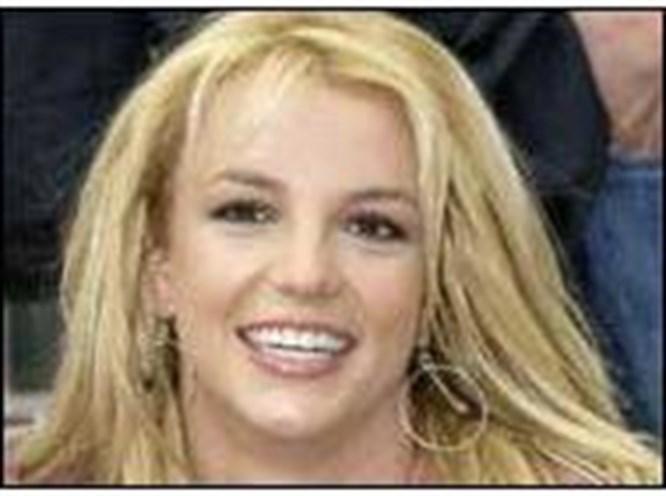 Britney kendini duaya verdi